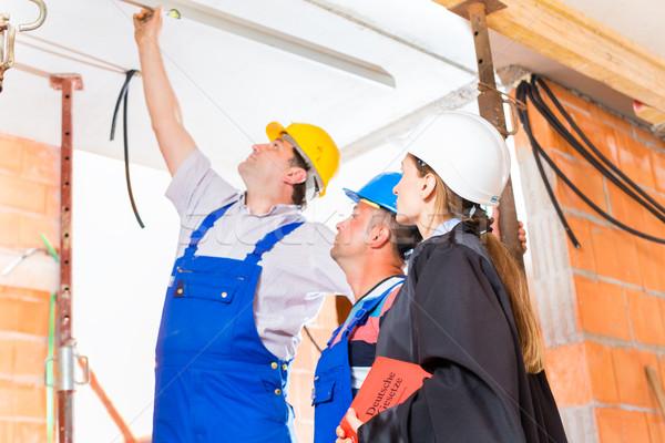 Adwokat sprawdzić budynku ekspert budowniczy Zdjęcia stock © Kzenon