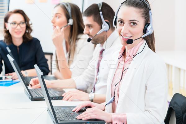 Vrouw mannen werken call center helpdesk dienst Stockfoto © Kzenon
