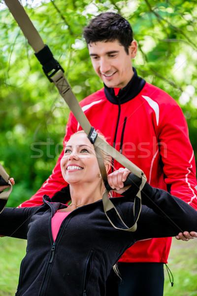 Sport nő edző csúzli képzés boldog Stock fotó © Kzenon