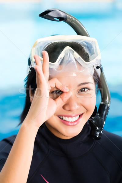 молодые индонезийский Diver вызывать женщины очки Сток-фото © Kzenon