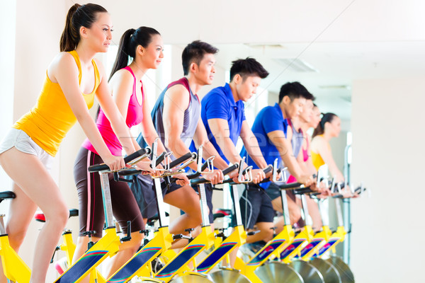 ázsiai emberek bicikli képzés fitnessz tornaterem Stock fotó © Kzenon