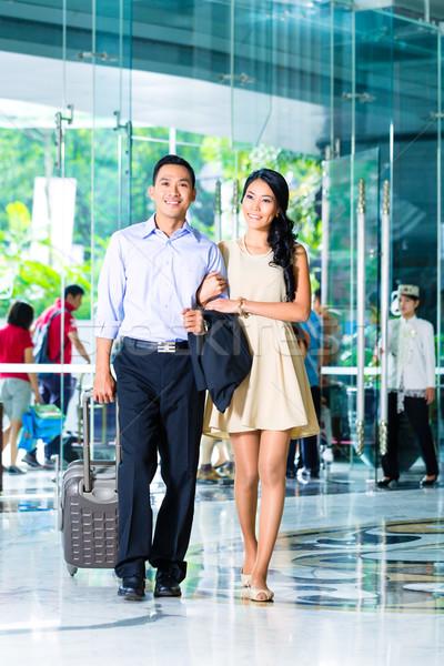 азиатских пару отель лобби человека Сток-фото © Kzenon