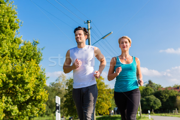 Sport paar lopen jogging landelijk straat Stockfoto © Kzenon