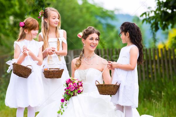 Novia vestido de novia boda flor ninos dama de honor Foto stock © Kzenon
