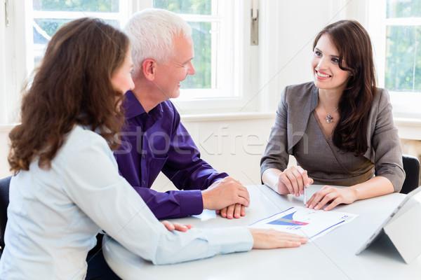 Idős nő férfi nyugdíj pénzügyi tervezés tanácsadó Stock fotó © Kzenon