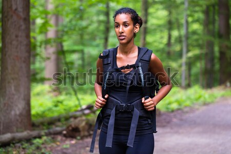 Africano mulher jovem caminhadas floresta seguir mulher Foto stock © Kzenon