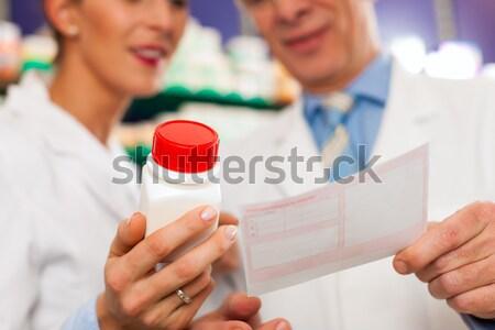 Dos farmacia consulta mano otro negocios Foto stock © Kzenon