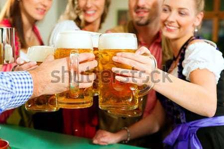 Personas potable cerveza pub posada grupo Foto stock © Kzenon