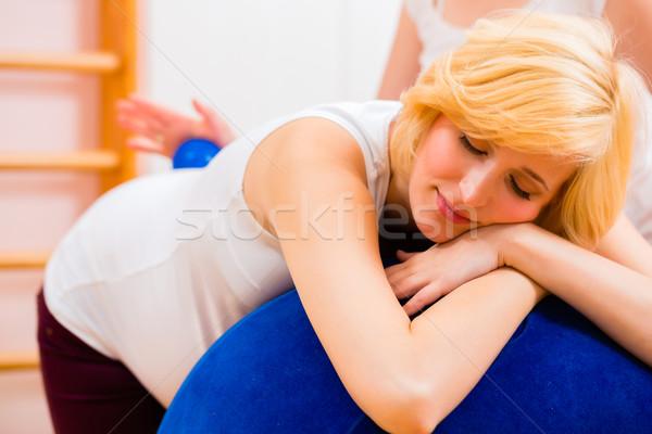 Prenataal zorg zwangere moeder zwangere vrouw Stockfoto © Kzenon