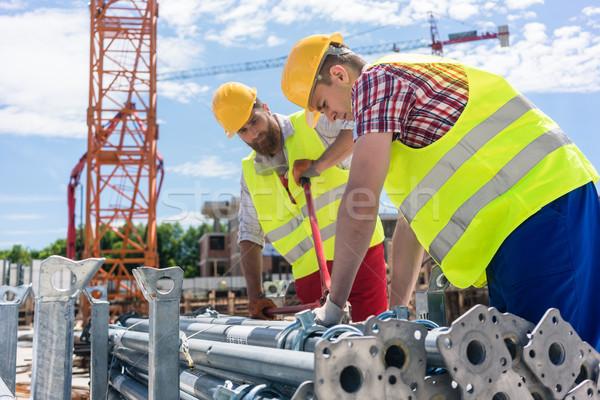 Kettő hatékony alkalmazottak épület fémes készlet Stock fotó © Kzenon