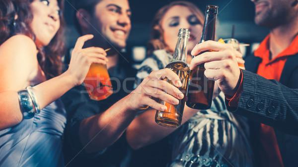 Mensen cocktails bier bar club groep Stockfoto © Kzenon