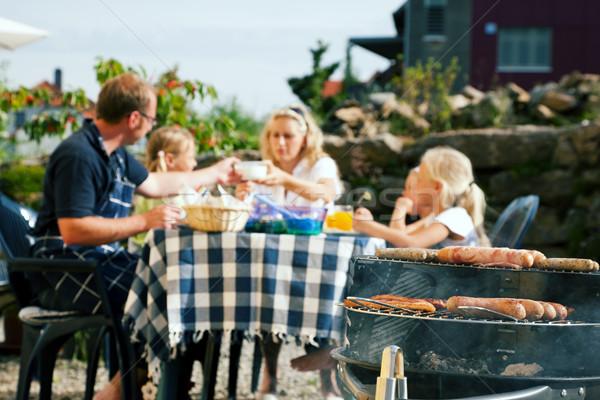 Сток-фото: семьи · барбекю · вечеринка · саду · еды · Focus