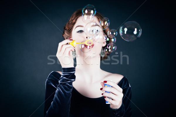 Jonge vrouw zeepbellen meisje donkere vrouw Stockfoto © Kzenon