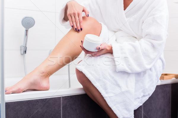 Nő ül perem fürdőkád testápoló lábak Stock fotó © Kzenon