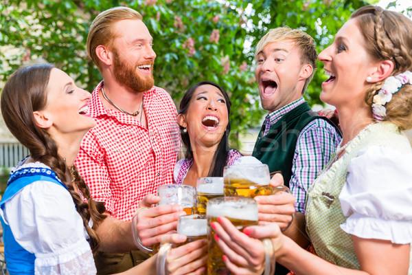 Stockfoto: Vrienden · bier · tuin · bril · vijf