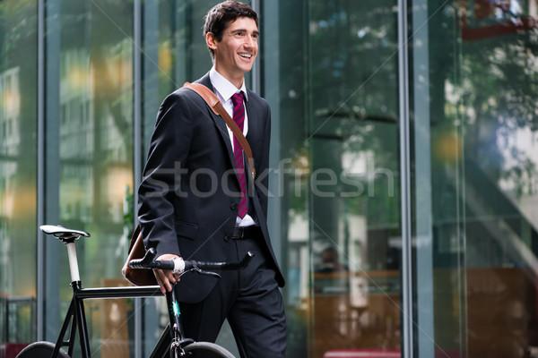 Gelukkig actief jonge man lopen baan fiets Stockfoto © Kzenon
