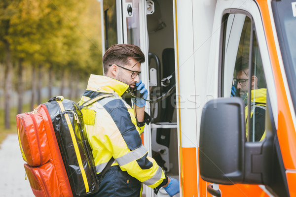 Notfall Arzt Radio Krankenwagen Kommunikation Arbeit Stock foto © Kzenon