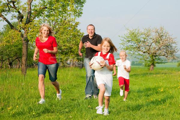 Foto stock: Familia · jugando · familia · feliz · fútbol · uno · nino