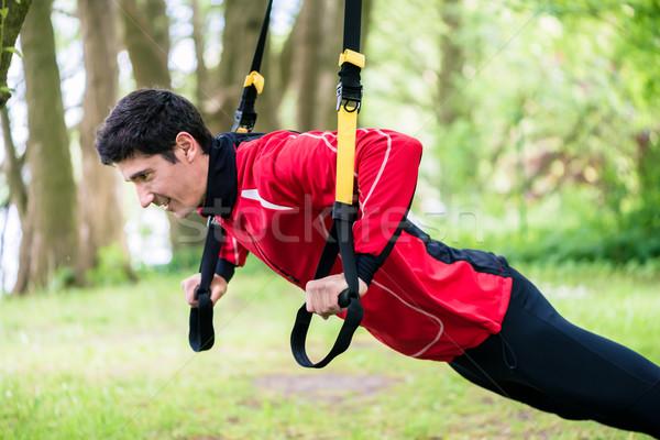 Férfi fitnessz csúzli képzés kint boldog Stock fotó © Kzenon