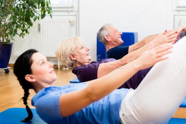 Pareja de ancianos fisioterapia clase mujer Foto stock © Kzenon