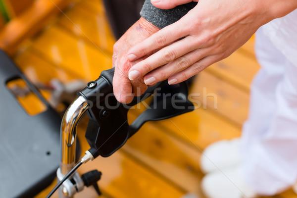 ストックフォト: 小さな · 看護 · 女性 · シニア · 徒歩 · フレーム