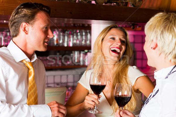 человека две женщины отель Бар вечер очки Сток-фото © Kzenon