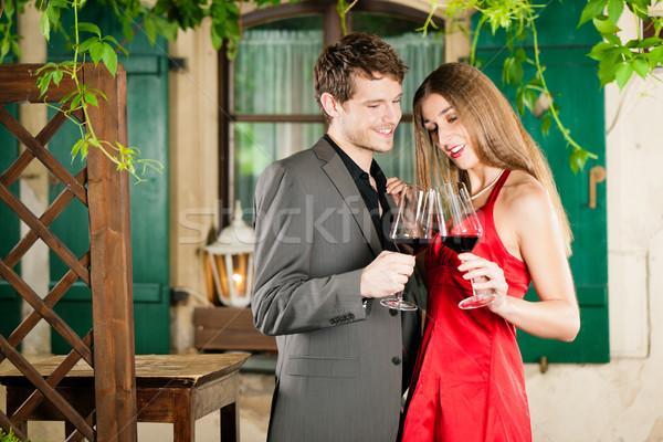 Borkóstolás étterem pár vörösbor mosoly bor Stock fotó © Kzenon
