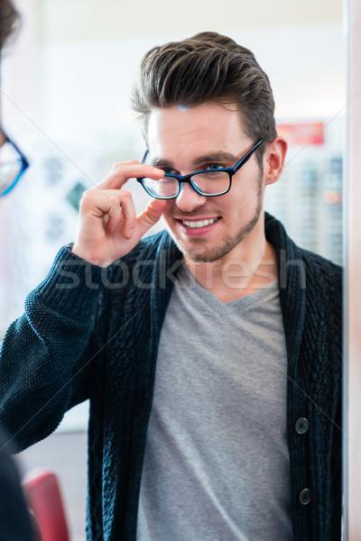 Adam test gözlük gözlükçü alışveriş ayna Stok fotoğraf © Kzenon