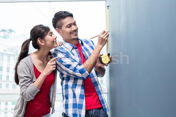 Fiatal indonéz pár mér falak új Stock fotó © Kzenon