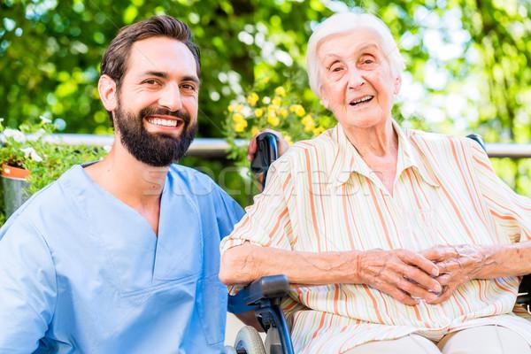 看護 チャット シニア 女性 老人ホーム 幸せ ストックフォト © Kzenon