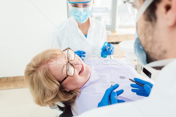 Сток-фото: команда · Стоматологи · говорить · старший · пациент · хирургии