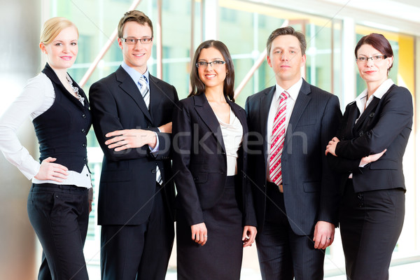 Affaires groupe gens d'affaires bureau posant photo Photo stock © Kzenon