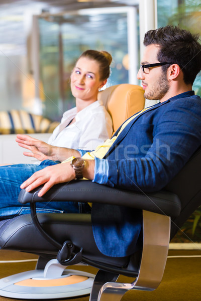 Paar kopen fauteuil meubels store Stockfoto © Kzenon