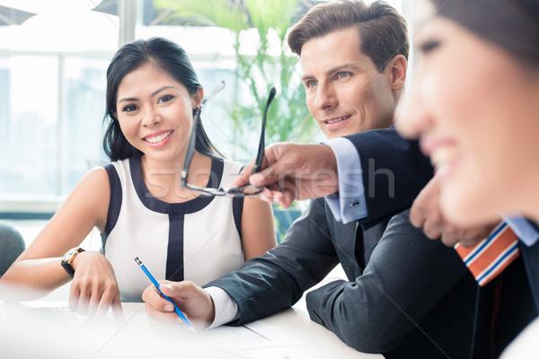 Pessoas de negócios discutir reunião diverso negócio homem Foto stock © Kzenon