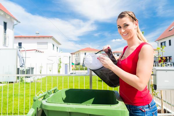 женщину мусор мусора окна корзины человек Сток-фото © Kzenon