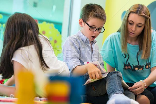 Menino aprendizagem ler jardim de infância professor Foto stock © Kzenon