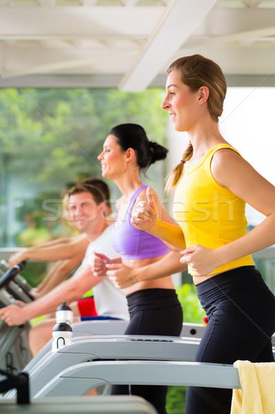 ストックフォト: 人 · スポーツ · ジム · トレッドミル · を実行して · フィットネス