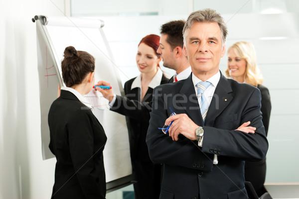 üzlet csapat megbeszélés iroda kolléga néz Stock fotó © Kzenon