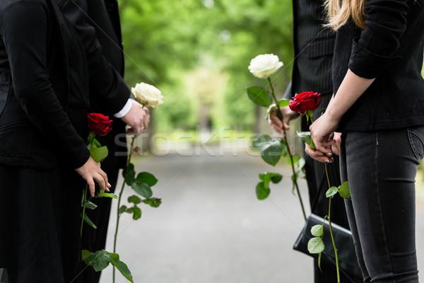 Famille garde honorer funérailles torse personnes Photo stock © Kzenon