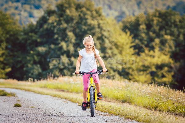 Foto stock: Nina · bicicleta · ciclismo · abajo · suciedad · camino
