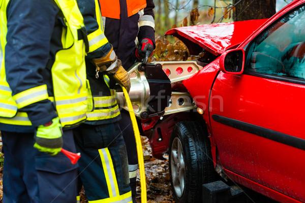 аварии огня жертва автомобилей гидравлический спасательные Сток-фото © Kzenon