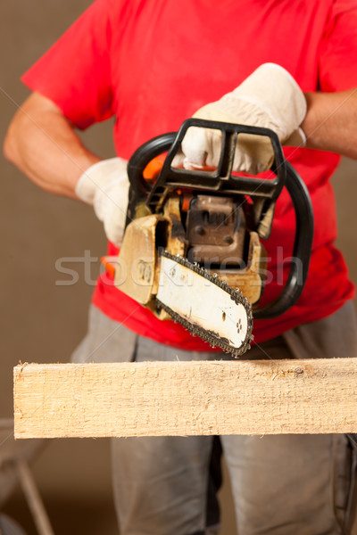 Pracownik budowlany silnikowych widział człowiek budowy pracy Zdjęcia stock © Kzenon