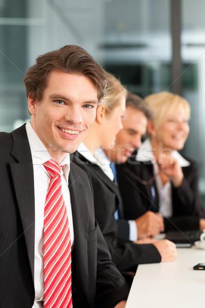 бизнеса команда служба молодые коллега глядя Сток-фото © Kzenon