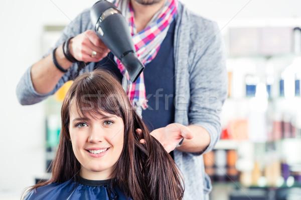 Salon de coiffure faire sauter sécher femme cheveux magasin Photo stock © Kzenon