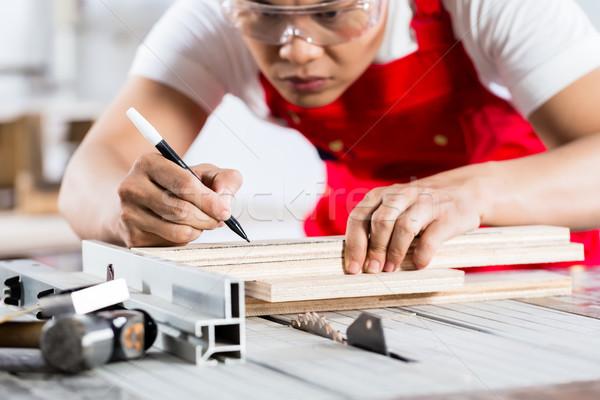 Asiático chinês carpinteiro madeira serra Foto stock © Kzenon