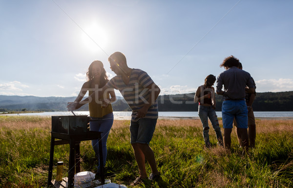 Jongeren bbq weide barbecue mannen Stockfoto © Kzenon