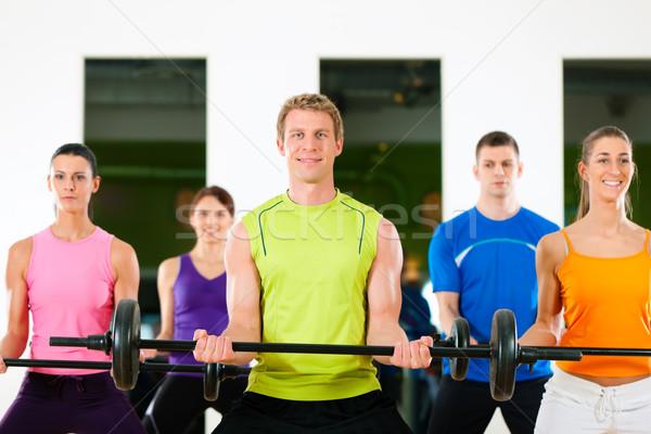 Fitness gruppo bilanciere palestra cinque persone Foto d'archivio © Kzenon