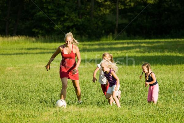 Foto stock: Familia · jugando · fútbol · familia · feliz · fútbol · así