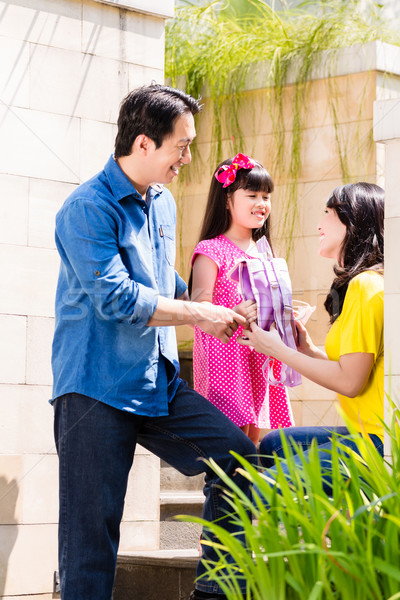 Kínai család küldés lány iskola otthon Stock fotó © Kzenon