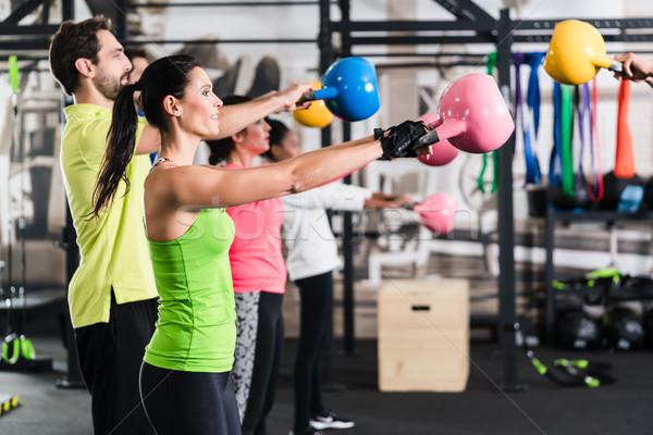 Fitness training sport gymnasium meisje Stockfoto © Kzenon